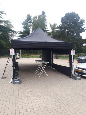 easy-up tent 4m x 4m